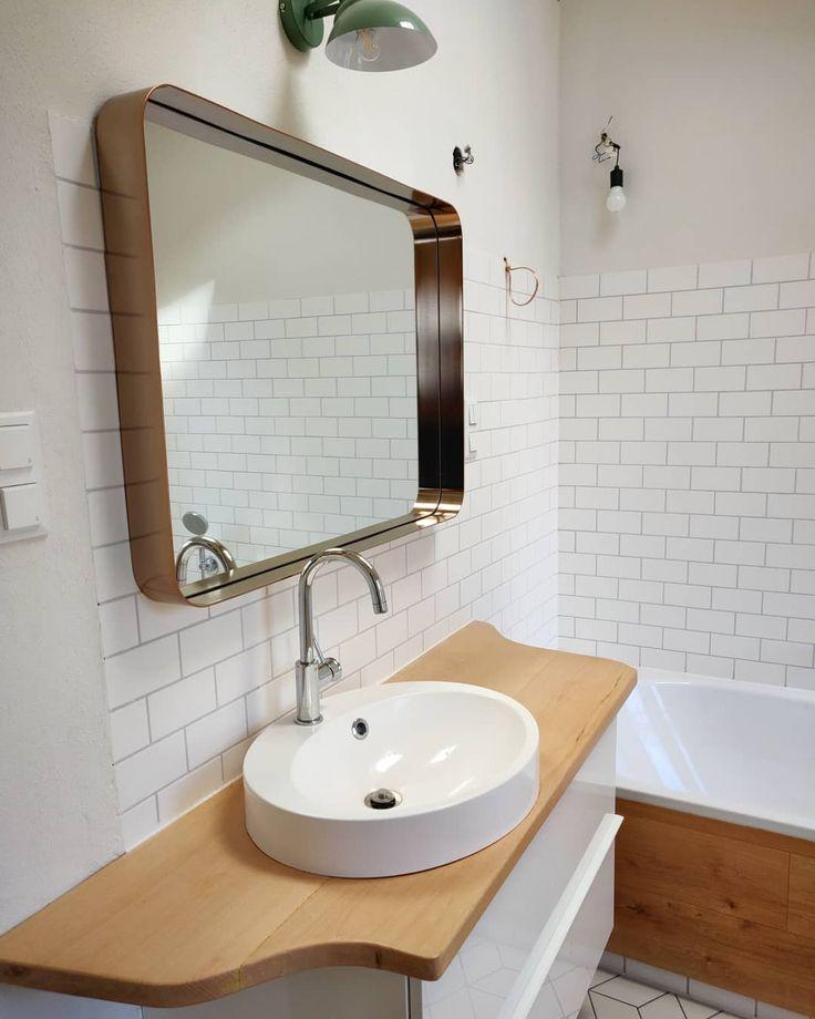 Ein Badezimmer ist übrigens schon fertig. Die Holzplatte habe ich auch selbst gemacht ? . . ….