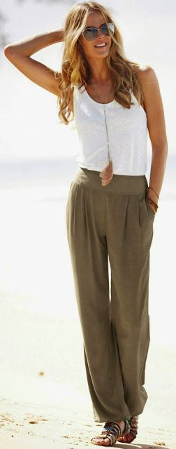 Street style | White top, khaki jogger pants, sandals