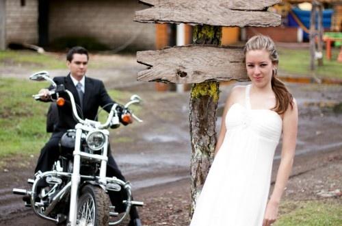 Fotografía en pareja antes de la #boda Harley Davidson