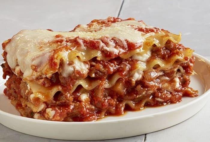 Easy 3 Layer Meat Lasagna Recipe In 2020 Barilla Recipes Oven Ready Lasagna Classic Lasagna Recipe