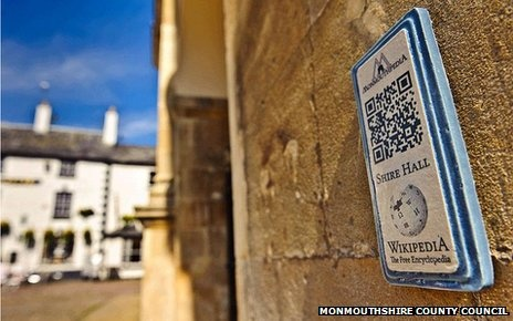 Gibraltar makes tourism-related Wikipedia info accessible via QR Codes. No more heavy guide books!