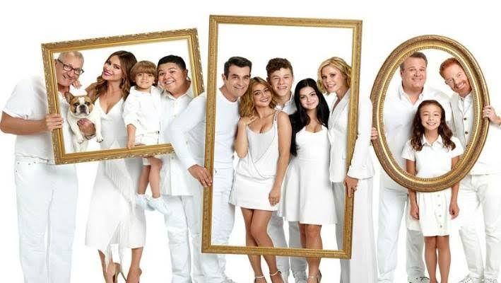 Modern Family Family Poster Modern Family Comedy Series