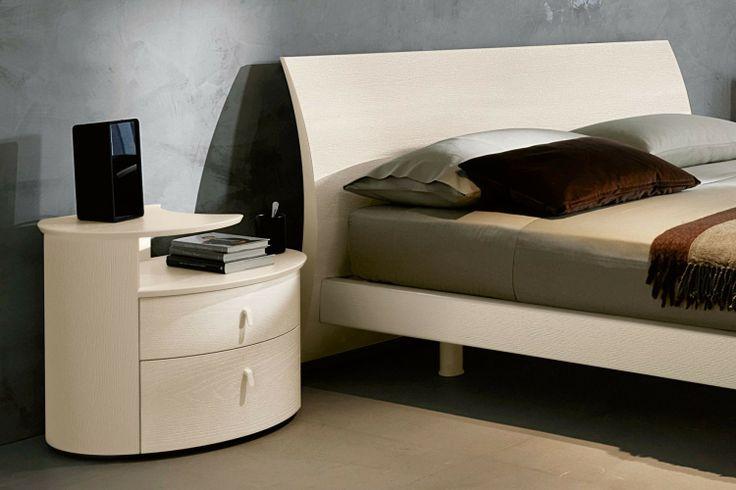 Arredamento per camera da letto moderna 24 - comodino Cemi 2 e testiera del letto Magnus   Napol.it