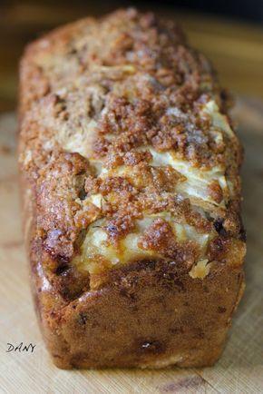 Préparation : 20 min Cuisson : 45 min Pour 6/8 personnes : Le cake : -2 poires -280 g de farine -1 sachet e levure -100 g de cassonade -15 cl de lait -2 œufs -40 g de beurre fondu -1 pincée de cannelle en poudre -2 cuillères à soupe de pépites de chocolat...