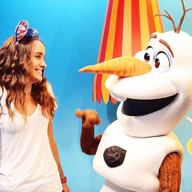 Talking (and laughing) about summer with Olaf! ☀️☃️✨
