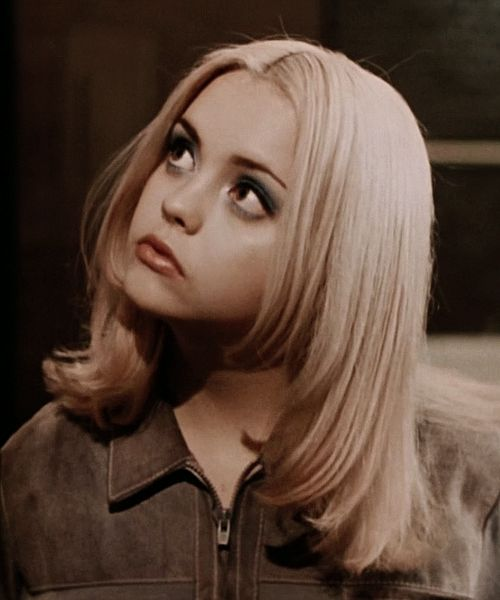 """Ricci, Buffalo '66 At her MOST BEAUTIFUL period (1998)."" With that sexy round face of hers, I wholeheartedly agree. <3<3<3<3"