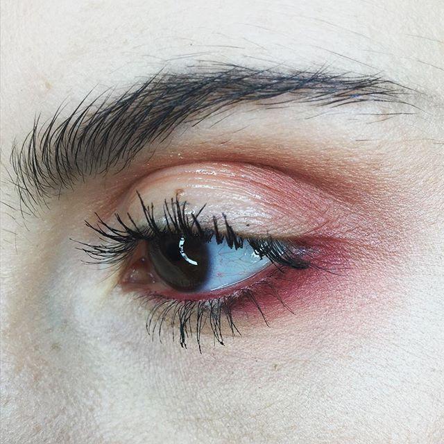 | D A Y • 8 6 | _ @limecrimemakeup Venus palette _ @makeupgeekcosmetics Plumeria liner _ @makeupforeverofficial Artist Plexi gloss in clear