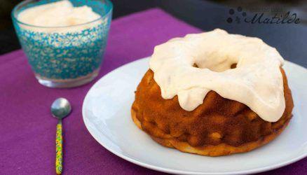 Pastel de caqui con crema de mascarpone y caqui