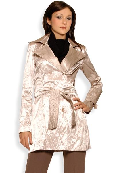 Abbigliamento da Donna  http://www.abbigliamentodadonna.it/impermeabile-spolverino-fashion-donna-p-387.html Cod.Art.000506 - Impermeabile spolverino fashion da donna con effetto metallizzato, dotato di spalline imbottite e di cintura per stringerlo in vita.
