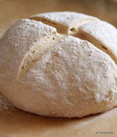 chleb na drożdżach, chleb drożdżowy, chleb szwajcarski, chleb z garnka, bardzo łatwy chleb pszenny drożdżowy pieczony w garnku żeliwnym