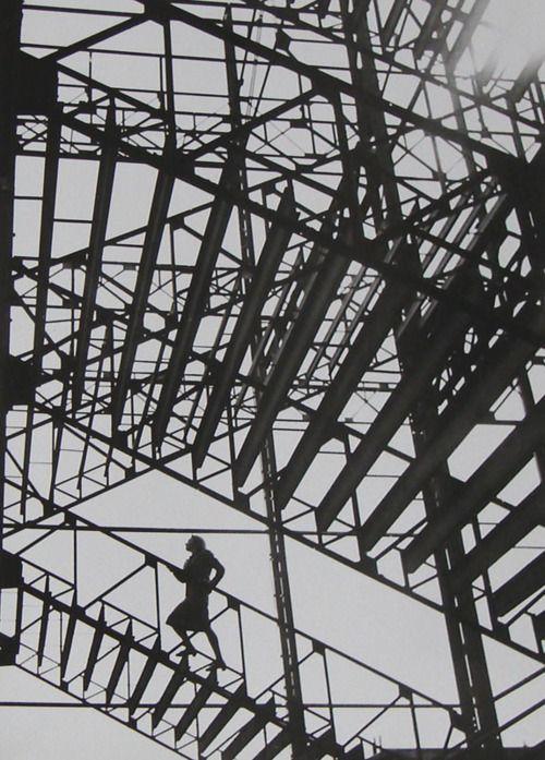Alexander Hackenschmied - Dans les escaliers,  Paris, 1939