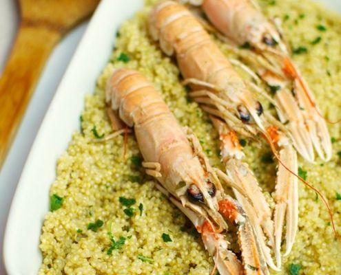 La quinoa � un cereale ad alto contenuto proteico e totalmente priva di glutine impiegato in cucina per la preparazione di deliziosi primi piatti e di fresche insalate. Qui al profumo di mare.