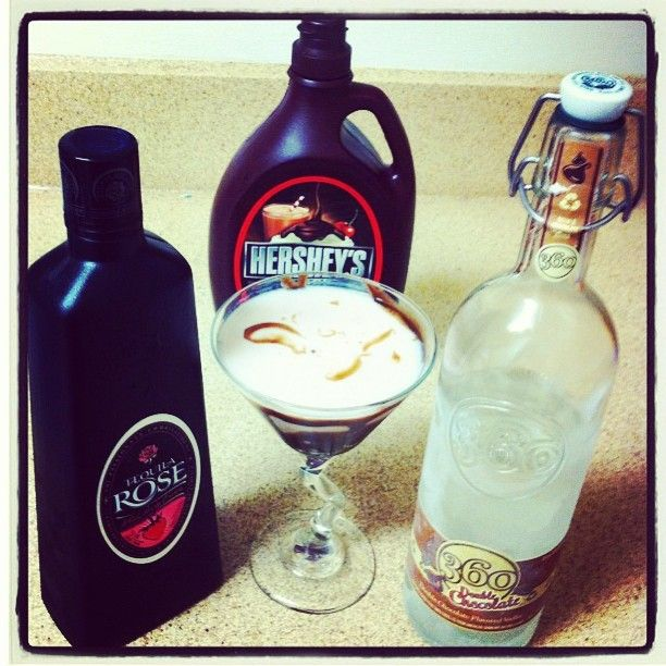 360 Double Chocolate vodka with #TequilaRose and chocolate syrup? Yes, please! #360Vodka