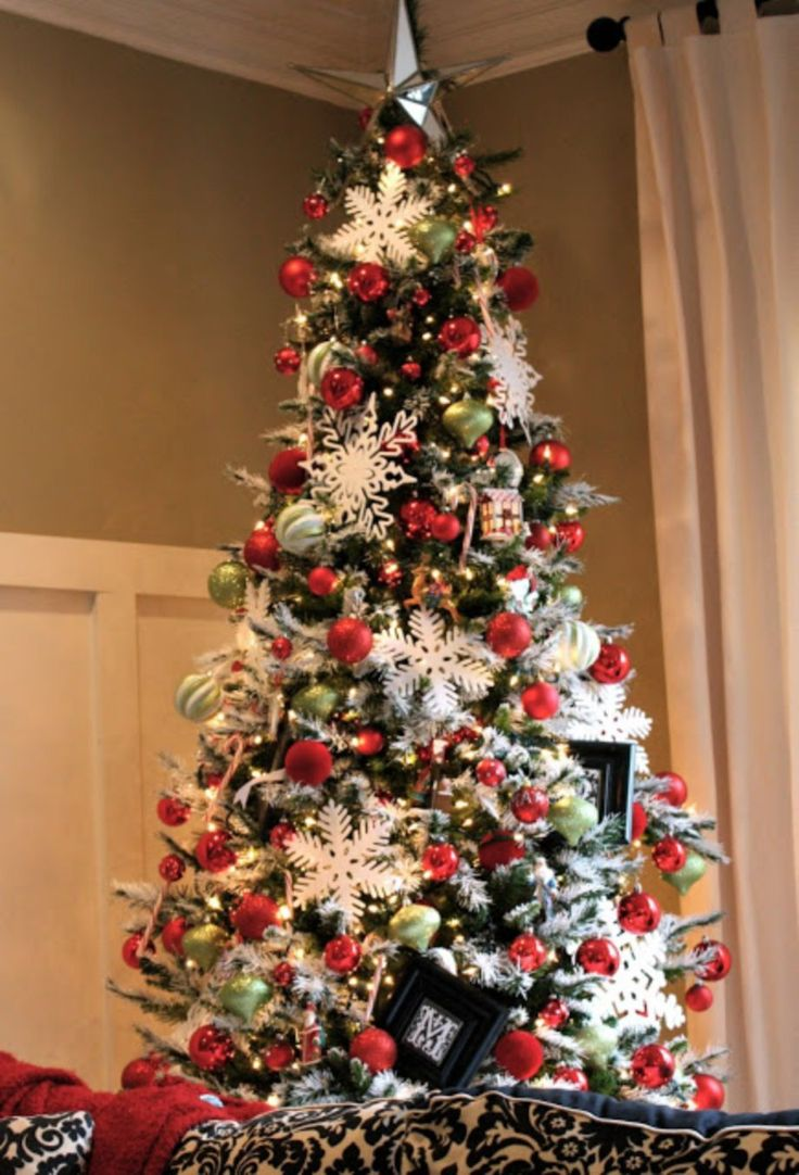 60 Flocked Christmas Tree Decor Ideas Suitable for Special