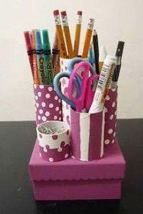 Organizador de lapiceros con tubos y cajas de carton for Lapiceros reciclados manualidades