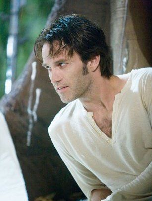 True Blood - Old Bill Compton, in season 1 - I mean, he was way sexier and mysterious back then, what happened to him ? Oh wait, Eric Northman took place in the picture since !!!