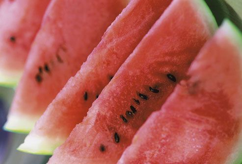 Watermelon  Foods that are high in water content take up more room in the gut, Leslie Bonci says. This signals to the body that you've had enough to eat and leaves less room for other food. Many raw fruits and vegetables are full of water and nutrients, b