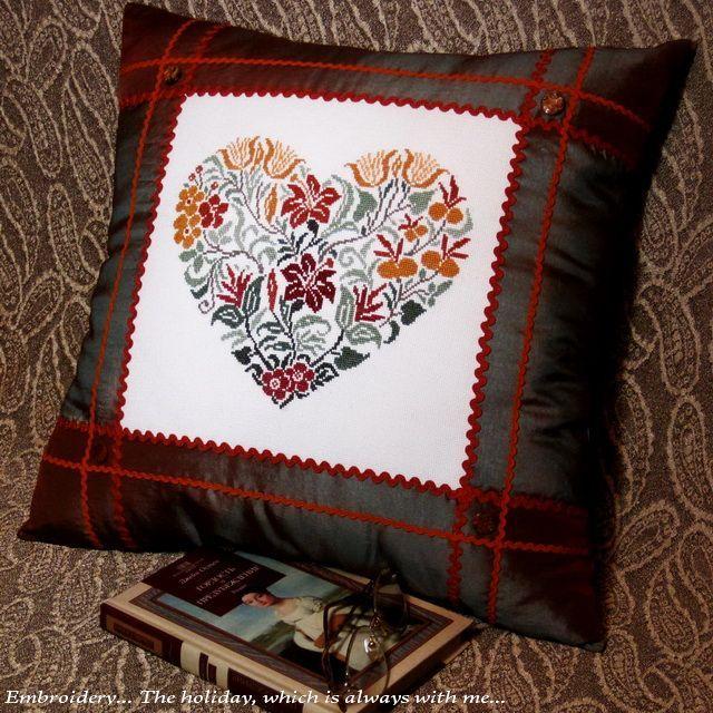 "Embroidery ... The holiday, which is always with me...: Диванная подушка ""Fiori antichi"" / Renato Parolin"