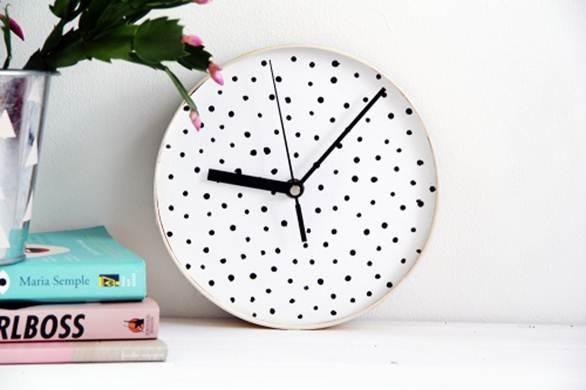 Настенные часы — верный способ никогда не опаздывать. А если вы никак не можете найти в магазинах часики по своему вкусу и подходящие к интерьеру — можно сделать их самостоятельно. Как — читайте по ссылке https://abbigli.ru/blog/nastennye-chasy-svoimi-rukami-poshagovaia-instruktsiia  #акрил#часы#мастеркласс#шпон #рукоделие #хобби #креатив #handmade #идея#вдохновение #Abbigli