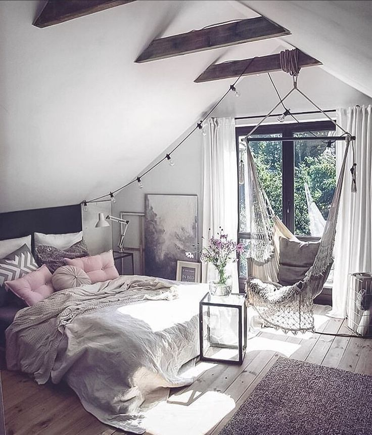 Hanging chair in the bedroom @marzena.marideko 👈🏻