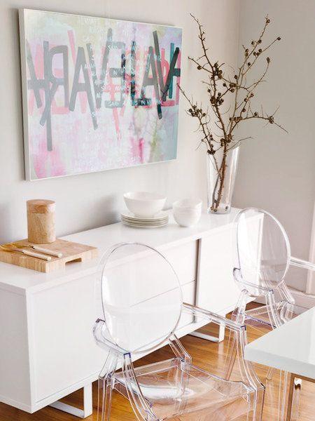 Sillas victoria transparentes Multiplica espacios y decora con naturalidad con muebles y #sillas transparentes. Be water, my friend
