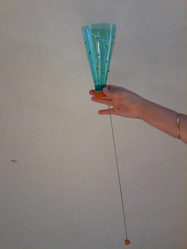 Bilboquet en bouteille plastique
