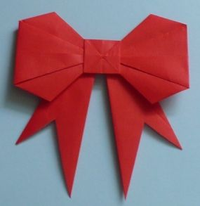 An origami bow...how cool is that?! This tutorial is really easy to follow too!