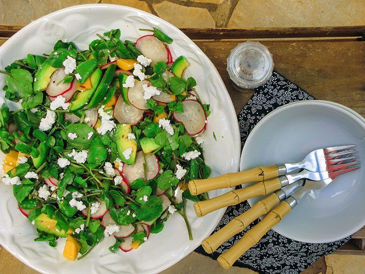 Salada de agrião com abacate e queijo cottage