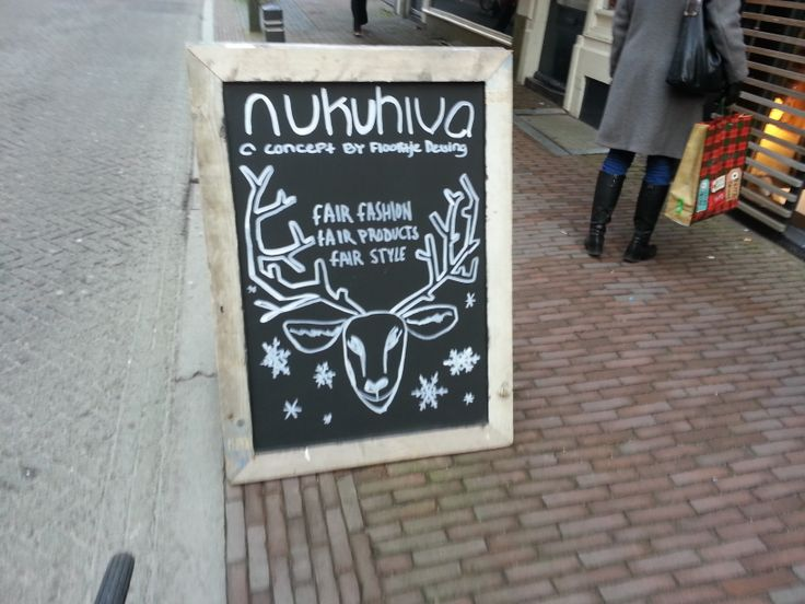 Arjen - Nukuhiva, kledingwinkel. Sterk: Cool rendier! Zwak: geen