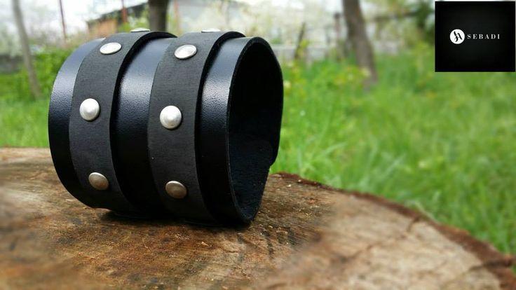 Bratara din piele naturala 11 -negru cu negru -necaptusita -cu barete -accesorizata cu catarame si nituri metalice argintii PRET: 70 lei