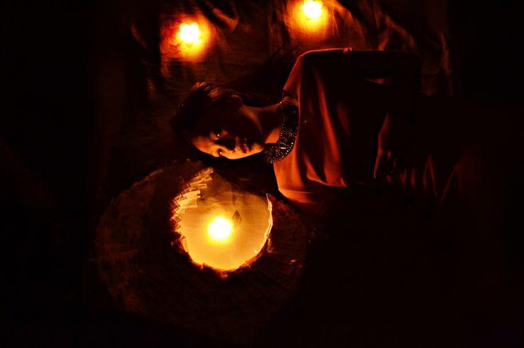 Фотосессия с картонной луной и свечами