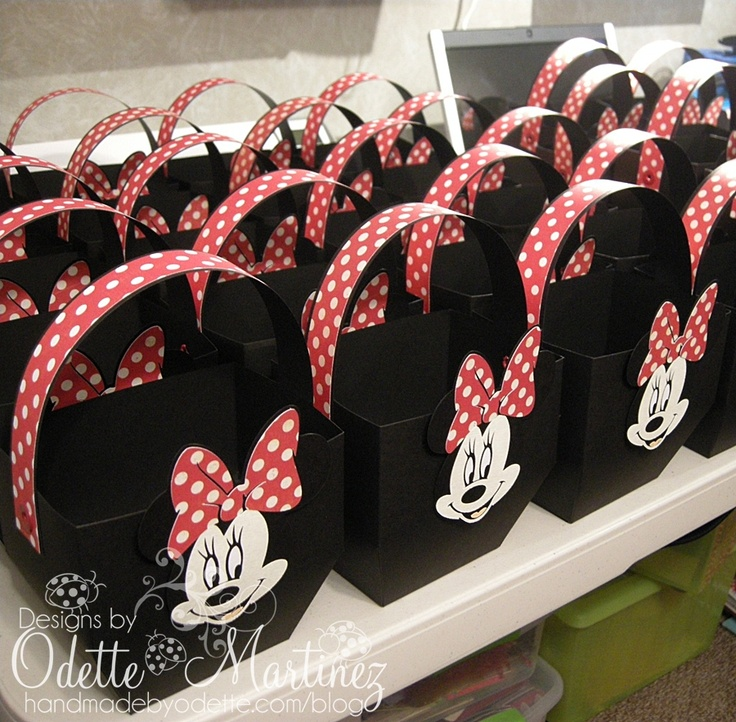 @melissa dominic Street - these are cute for favors . . . Minnie Mouse