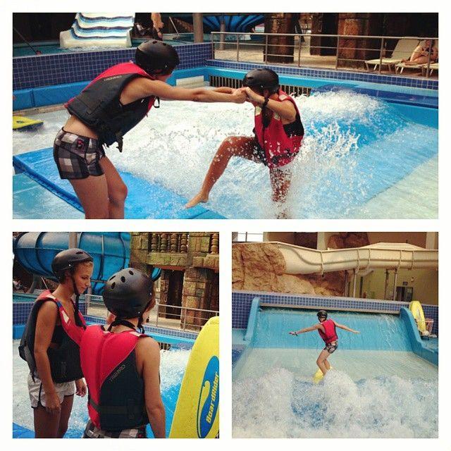Surf az Aquaworldben Fannival! Esünk-bukunk, de toljuk! :-)