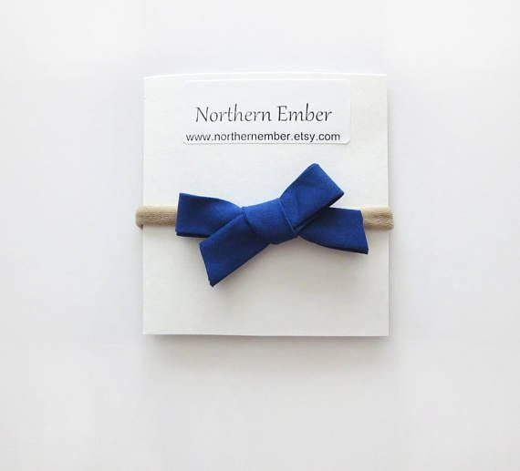 This blue bow is the perfect accessory for your little one! It also make a wonderful baby shower gift! #babyheadband #babybows