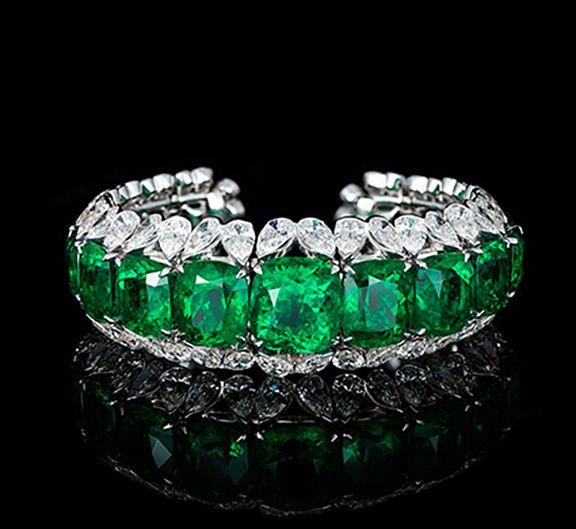 Important Colombian emerald & diamond bracelet