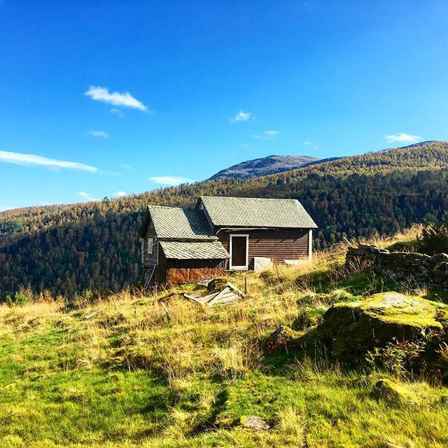 When hiking in #norway you can come across old milkmaid huts like this one. Read more about Norwegian #hiking on letsgetlost.no now! @visitnorwayusa #travel #voss @visitvoss