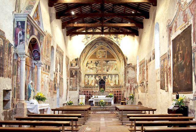 Vallo di Nera (PG). Navata della Chiesa di Santa Maria Assunta