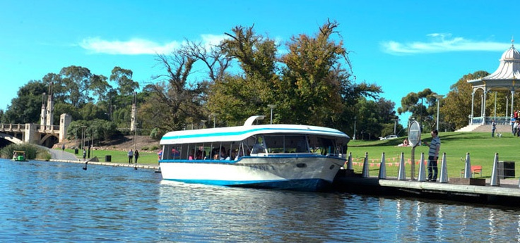 The Popeye provides a calm river cruising experience in Adelaide on the River Torrens and you will see both tourists and locals standing in line at the landing in Elder Park or at the Adelaide Zoo