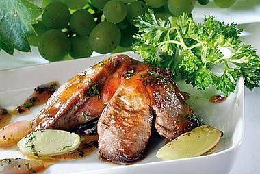 : Hühnerleber in Rotlinggelee mit glasierten Weintrauben