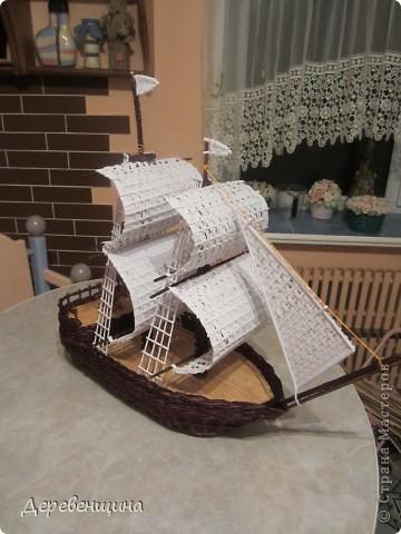 Корабль из газетных трубочек своими руками