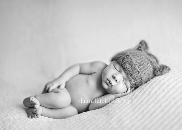 Cute, realistic posing. Laura Farris Photography.