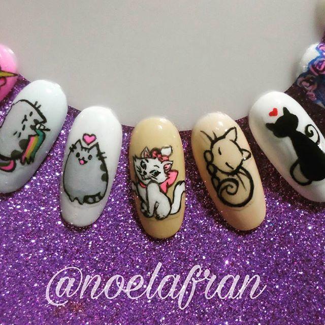Lindos gatitos 😻 ●Aprende a pintar sobre uñas!!! +info por privado #nails #nailstagram #instanails #nails2inspire #nailart #nailsdesign #cursodenailart #l4l #like4like #forlike #follow #followme #uñas #micropintura #cat #catnails #noelialafrannails