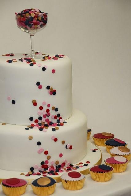 Hochzeitstorte mit Muffins Cupcakes Confetti by suess-und-salzig, via Flickr