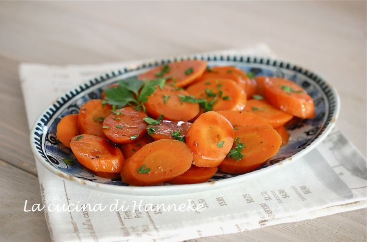 Una ricetta molto semplice, ma allo stesso tempo anche molto speciale: le carote stufate con aceto balsamico, un contorno molto gustoso e leggero!