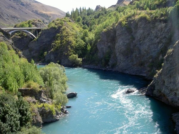 Google Image Result for http://www.vivaboo.com/wp-content/uploads/2010/08/Kawarau-Bridge-Queenstown-Bungy-2.jpg