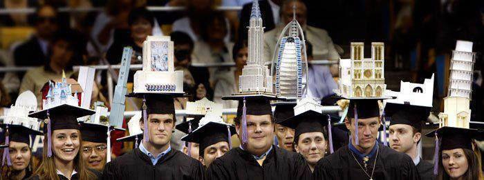 遊び心がいっぱい!建築学部の卒業式