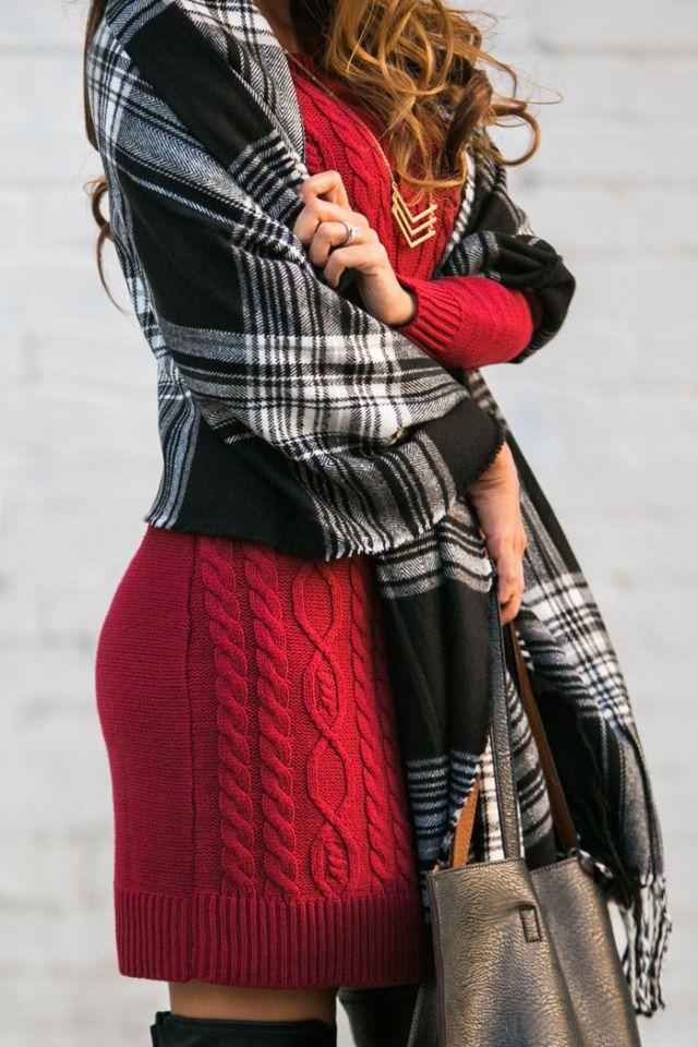Kim Le lleva un vestido de suéter rojo de Old Navy:
