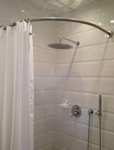 Les 25 meilleures id es concernant rideaux d 39 angle sur pinterest rideaux fen tre d 39 angle Cabine de douche ikea