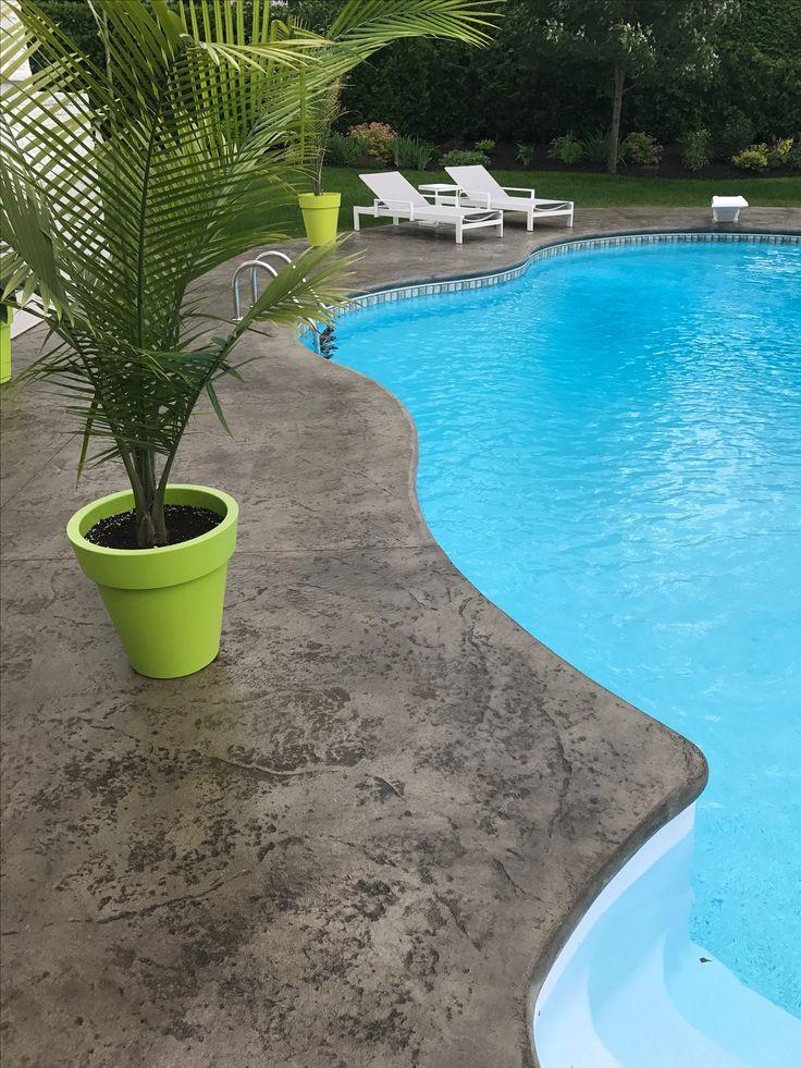 Béton estamper contour de piscine  Model peau couleur gris pâle avec release charcoal