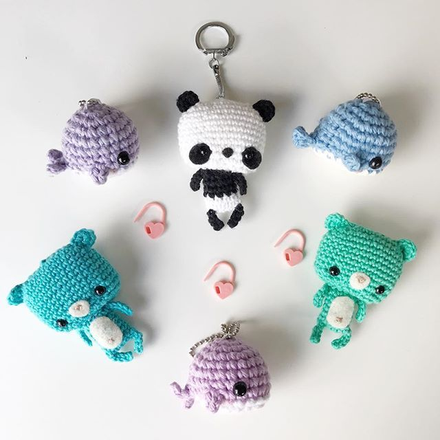 I love these tiny amigurumi that you can attach to your backpacks, purses and dashboards! ✨ They can be your little pocket pals as you bring them along on all your adventures!  I've seen people snap photos of their amigurumi around the world in different exotic locales!  Will you be bringing any little friends on your summer travels?   .  Adorable chubby whales by my pal Jenn of @croochetshop and Bonbon Bears by me (free pattern & tutorial on the blog)!  Click m